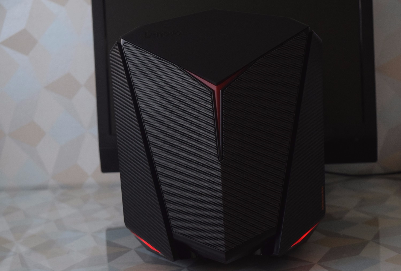 Lenovo IdeaCentre Y720 Cube 15ISH - pohľad spredu