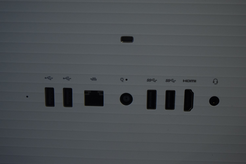 HP All-in-One 22-b043ne - pohľad na konektivitu vzadu