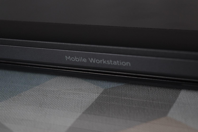 HP ZBook 15 G4 - nápis na veku displeja