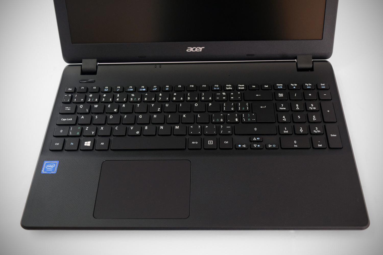 Acer Extensa 15 - pohľad na klávesnicu