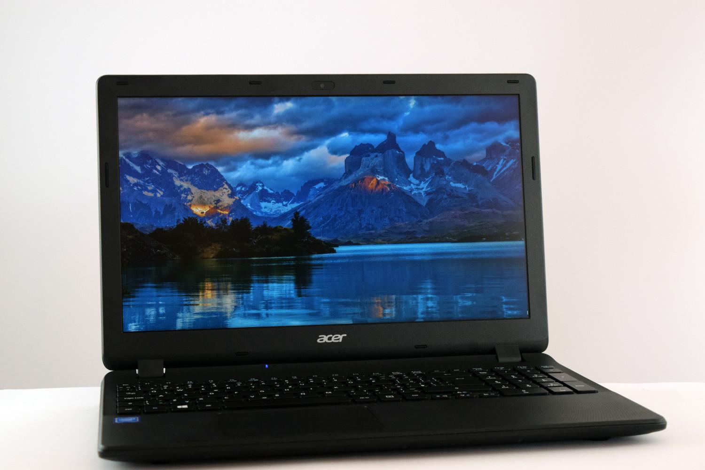Acer Extensa 15 - pohľad spredu